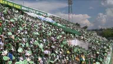 Taça Libertadores tem estreia de clubes brasileiros na fase de grupos - A Chapecoense vai fazer a primeira participação no campeonato e a volta a uma competição internacional depois do acidente de novembro. Ao todo, serão 32 clubes, sendo oito brasileiros, na disputa pela taça.