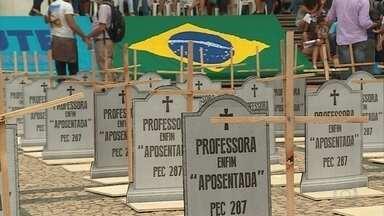 Dia Internacional é marcado por protestos e homenagens em Belo Horizonte - Manifestações foram pela vida da mulher e contra a violência, contra as reformas trabalhistas e da previdência e contra o presidente Michel Temer.