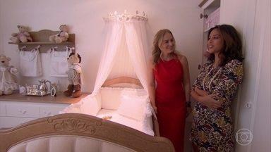 Angélica visita a gravidíssima Yanna Lavigne - Atriz fala sobre os preparativos para a chegada da pequena Madalena