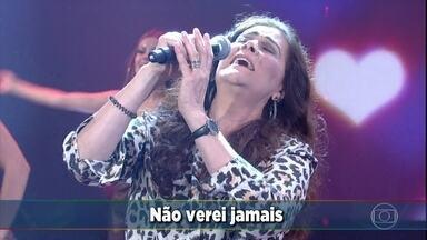 Joanna canta 'Meu primeiro amor' - Ela empolga a galera e os convidados no palco do Domingão