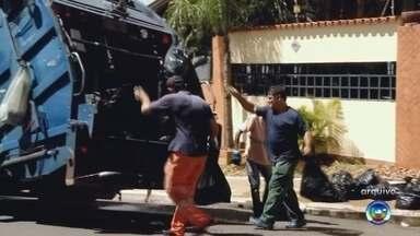 Coleta de lixo de madrugada já ocorre em dez bairros de Marília - A Secretaria do Meio Ambiente e Limpeza Pública de Marília está realizando uma alteração no horário da coleta. Em dez bairros da cidade o lixo está sendo recolhido de madrugada.
