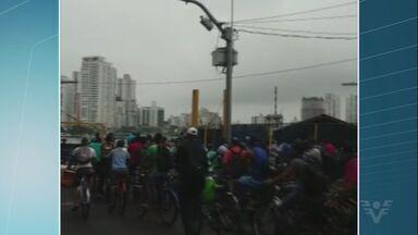 Travessia de balsas é afetada por causa da alta da maré - O tempo de espera passou de uma hora na manhã desta terça-feira, em Guarujá.