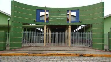 Escolas da região de Guarapuava aderem parcialmente à greve dos professores - Em União da Vitória, uma escola ficou totalmente fechada nesta quinta-feira (16).