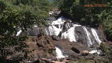 Retrospectiva 2016: conheça a cachoeira dos Catabriga, no extremo sul da Bahia - Natureza foi generosa no distrito de Ibirajá, em Itanhém.