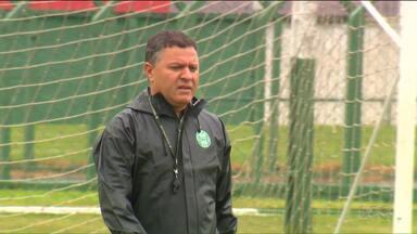 Pachequinho faz mistério e esconde equipe titular do Coritiba - Retorno de atletas que estavam lesionados deixa treinador com várias opções para escalar o time