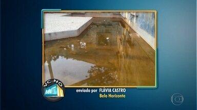 Moradora denuncia falta de limpeza na Praça da Iemanjá, na Pampulha, em Belo Horizonte - Segundo a Flávia Castro, um espelho d'água está sem manutenção e pode ter focos do mosquito transmissor da dengue. Em Santa Luzia, o Weberton Rafael mostra que toda vez que chove, a rua fica cheia de poças d'água. A rua do Aderildo Aguiar, em Ribeirão das Neves, está sem asfalto. E em Ibirité, o Arnaldo Damasceno mostra que tem asfalto, mas não parece.