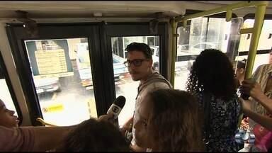 Passageiros relatam revolta com superlotação dos ônibus, em Goiânia - Eles contam que transporte é sempre lotado e reclamam da qualidade do serviço.