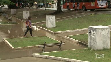 Praça Deodoro sofre com falta de infraestrutura e incomoda moradores de São Luís - Praça Deodoro sofre com falta de infraestrutura e incomoda moradores de São Luís