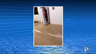 Tubulação rompe e assusta moradores em Garanhuns - Caso aconteceu na rua Agrestina, na Cohab Dois