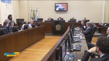 Reunião para acabar com a greve de ônibus em Curitiba termina sem acordo - Os trabalhadores não aceitaram a proposta apresentada pelos empresários.