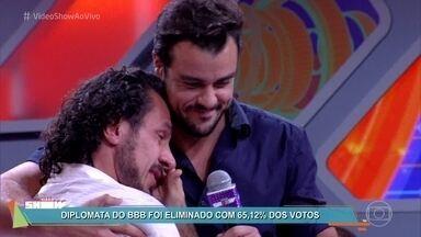 Rômulo é eliminado da casa do BBB17 - Diplomata não conseguiu conter as lágrimas e revelou a Joaquim Lopes que teve um pesadelo com sua esposa Ana