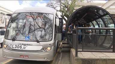 Ônibus voltam a circular depois de oito dias de greve - Motoristas e cobradores entraram em acordo com empresários.Greve de professores continua.