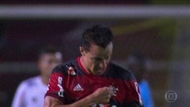 Flamengo vence o Bangu e se garante nas semifinais do Campeonato Carioca - Rubro negro derrotou o Bangu por 3 a 0, em Volta Redonda.