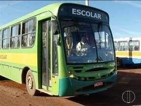 Transporte escolar volta a funcionar na zona rural de Montes Claros - Alunos estavam sem frequentar às aulas desde o início do ano.