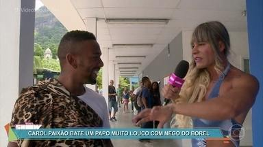 Carol Paixão faz blitz da beleza em Malhação - Ela fica caidinha pelo diretor