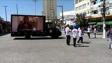 Onda Digital passa pelo calçadão de Osasco - Os alunos do Senai tiraram as dúvidas da população sobre a mudança.