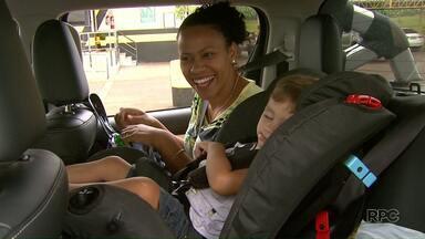 Policia Rodoviária Estadual intensifica a fiscalização no transporte de crianças - Os policias de Floresta paravam os veículos que transportavam crianças para fiscalizar e também dar orientações.