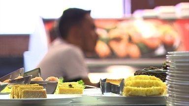 Além da fiscalização, clientes devem ficar atentos ao consumo de alimentos vencidos - Vigilância Sanitária de Belo Horizonte apreende mais de 130 quilos de alimentos impróprios por ano.
