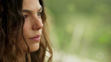 Ritinha e Ruy trocam olhares - Zeca defende a noiva para sua família