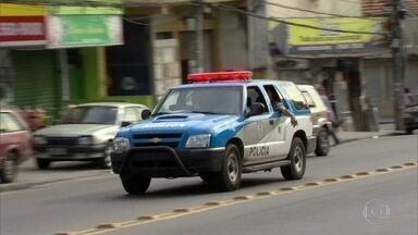Policiais denunciam más condições de trabalho - Em 2016, o número de homicídios dolosos aumentou 19,83% em relação a 2015. No mesmo ano, foram 920 pessoas mortas em operações policiais no RJ.