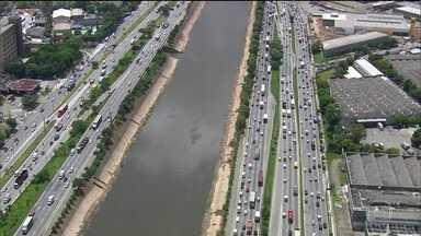 Excesso de velocidade é a maior causa de multas em São Paulo - Este ano, com o aumento das velocidades máximas nas marginais Pinheiros e Tietê, o número de acidentes com vítimas cresceu 10%; a maioria motoqueiros.
