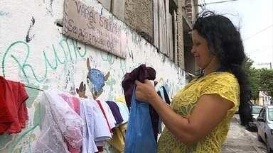 Dona Lúcia de Fátima concorre ao Prêmio Bom Exemplo 2017 com um varal solidário - Cinco candidatos concorrem ao prêmio na categoria cidadania.