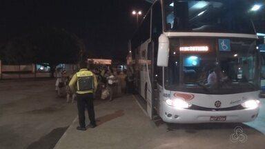 Suspeitos assaltam ônibus que faz linha Manaus-Itacoatiara - Um dos assaltantes foi morto e o outro fugiu.