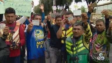Grupo de mototaxista faz manifestação em Manaus - Categoria reivindica regularização para trabalhar nas ruas.