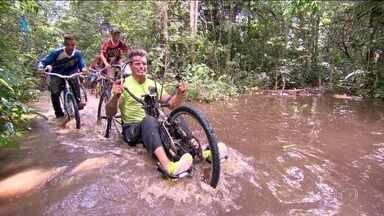 Sobre Rodas #02: Fernando Fernandes corre rali de bicicleta na Floresta Amazônica - É o Rally da Vaca no meio da lama lá no Pará.