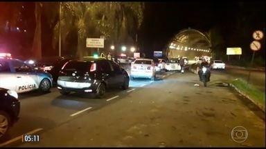 Ladrões fazem arrastão em túnel no RJ - Testemunhas disseram que os ladrões bloquearam o túnel Rebouças com dois carros e roubaram os motoristas presos no engarrafamento.