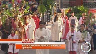 Domingo de ramos leva quase 80 mil ao Santuário Nacional em Aparecida - A data marca o início das celebrações da Semana Santa. A principal missa do dia foi presidida pelo Arcebispo de Aparecida, Dom Orlando Brandes.