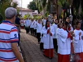 Fiéis se unem em celebração do Domingo de Ramos - Missa foi realizada em Presidente Prudente.
