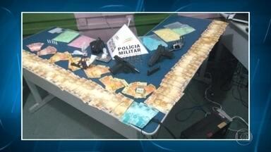 Polícia apreende ecstasy e LCD que seriam vendidos em festival sertanejo - Droga estava com dois homens que foram presos.