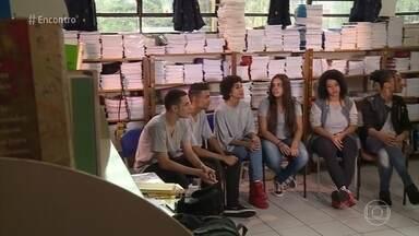 Escola de São Paulo trabalha com adolescentes contra o bullying - Adolescentes falam sobre o preconceito que sofreram no ambiente escolar