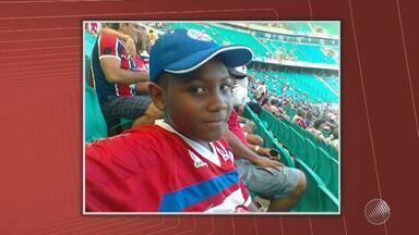 Adolescente de 17 anos é morto a tiros após assistir ao clássico Ba-Vi em Salvador - Carlos Henrique de Deus foi assassinado logo depois do jogo, por homens que passaram em um carro que seguia um ônibus da torcida do Vitória.