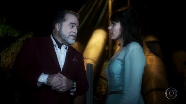 Vade Retro - Primeiro episódio, dia 20/04/17, na íntegra - A doce e inocente advogada Celeste conhece seu novo cliente: o empresário inescrupuloso e assustador Abel Zebu