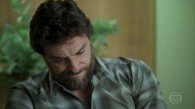 Caio fica mexido com reencontro - Bibi conversa com ex-namorado sobre seu relacionamento com Rubinho