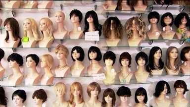 Lojas de perucas são alvo de assaltos em São Paulo - Em três dias, bandidos atacaram duas lojas de perucas em São Paulo.