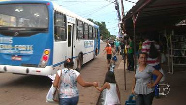Demora nos pontos de ônibus prejudica usuários - Problema já perdura há muito, e a demora é ainda maior nos fins de semana.