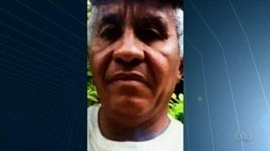Homem é preso e menor, apreendido, suspeitos de assassinarem um idoso em Caldas Novas - Corpo da vítima foi encontrado em um matagal próximo a uma rodovia.