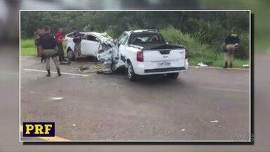 Traficantes provocam acidente na BR-272 - Um pessoa morreu. O acidente foi perto de Guaíra. No carro, havia cerca de 200kg de maconha.