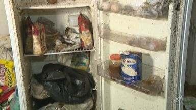 Crianças são encontradas em situação de maus tratos em casa de Indaiatuba - A Polícia chegou ao local através de uma denúncia anônima, de uma pessoa que passava pelo local e sentiu um forte odor, além de ouvir as crianças chorando. Dentro da casa foi encontrado muito lixo.