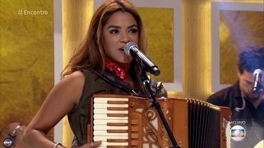 Lucy Alves canta 'A Caçadora' - Música está na trilha sonora da novela 'A Força do Querer'