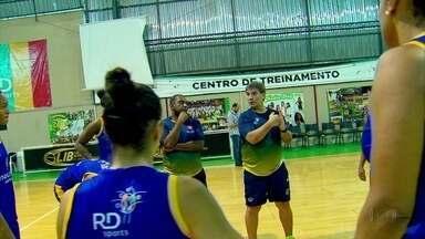 Uninassau inicia disputa contra Corinthians por título nacional da NBB - Time pernambucano vai com técnico Roberto Dornelas, que tem experiência de quatro finais