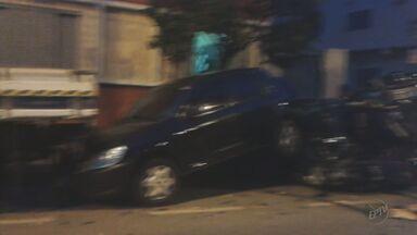 Motorista provoca acidente em avenida no Centro de Varginha (MG) - Motorista provoca acidente em avenida no Centro de Varginha (MG)