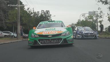 Veículos da Stock Car passeiam pelas ruas de Porto Alegre - Ocorre neste final de semana no Velopark, em Nova Santa Rita.