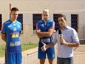 Atletas do MOC Vôlei embarcam para treinos com a seleção brasileira - Luan Weber e Murilo Radke foram selecionados para os primeiros treinos do técnico Renan Dal Zotto.