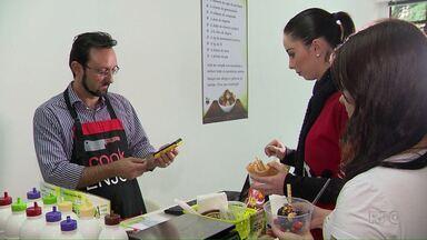 Paraná tem saldo positivo em aberturas de empresas - O crescimento foi registrado nos três primeiros meses do ano pela junta Comercial do Paraná. Muita gente que perdeu o emprego partiu para trabalhar por conta própria.