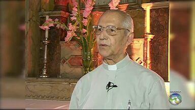 Velório do Monsenhor Bosco é realizado em Caruaru - Monsenhor Bosco morreu por falência múltipla dos órgãos. Ele foi ordenado padre em 25 de janeiro de 1956. Em 2006, comemorou 60 anos de sacerdócio.