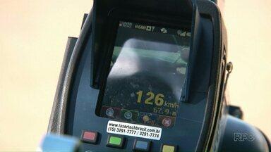 Excesso de velocidade é uma das infrações mais comuns nas estradas do Noroeste - Farol apagado e ultrapassagem em local proibido também estão na lista. Polícia Rodoviária pede atenção dos motoristas.